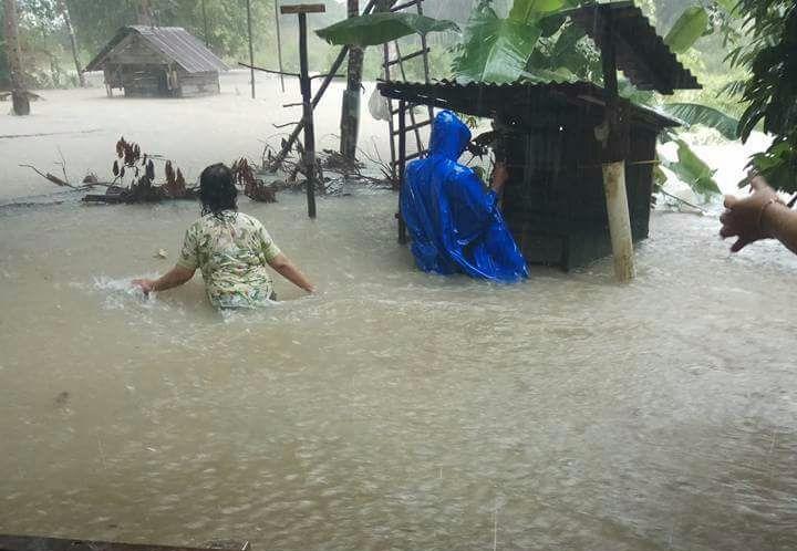 Banjir menggenangi sejumlah titik di Belitung Timur. (foto: Hardi/PEKA)