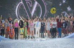 La cantante Taylor Swift y las modelos en el final del 2013 Victoria's Secret Fashion Show que se celebró en el Lexington Avenue Armory de New York - 14/11/2013   EMMANUEL DUNAND - AFP
