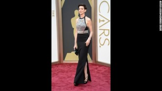 oscars-red-carpet---anne-hathaway-horizontal-gallery