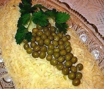Кашкавал с грозд от маслини и магданоз