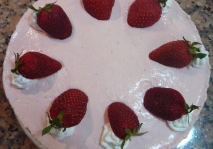 Бисквитена торта с кисело мляко