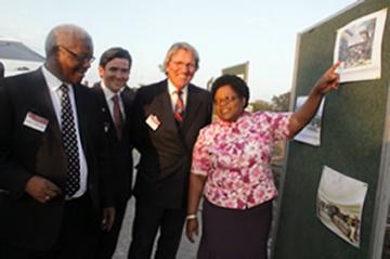 Vice President Joice Mujuru admires an artistic impression of the Mall of Zimbabwe Millennium Park launch, seen with Local Government, Rural and Urban Development Minister Ignatius Chombo and developers John McCormick and Ken Sharpe.