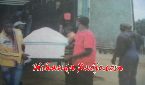 Tichakura Zadzi's body arriving in a coffin