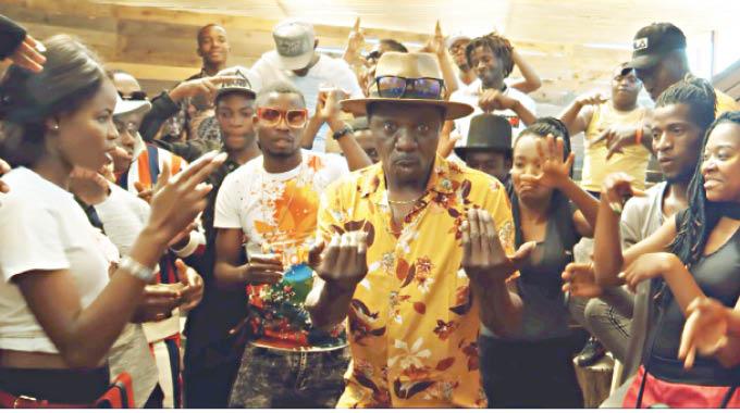 Sungura maestro Alick Macheso this week caught the eye of female music lovers when he featured on Freeman's Ngaibake music video.