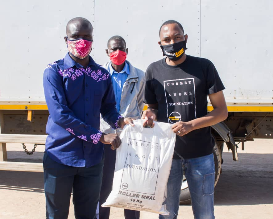 Chitungwiza mayor, councilor Lovemore Maiko was on hand to receive the deliveries and expressed gratitude to Prophet Uebert Angel whose foundation is on a countrywide tour to feed people stuck in their homes because of the Covid-19 induced lockdown that began on the 30th of March, 2020.