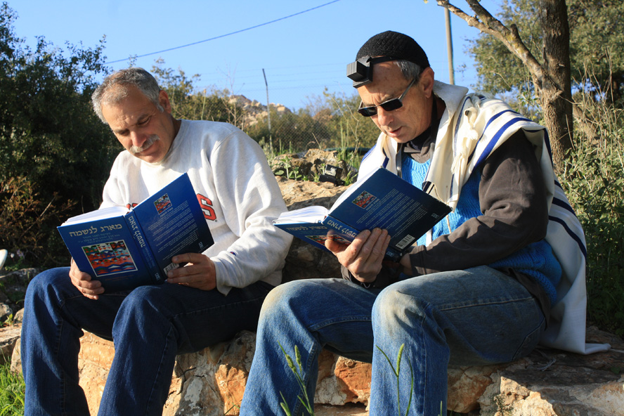 Studying the work of Rabbi Ashlag at Eshar