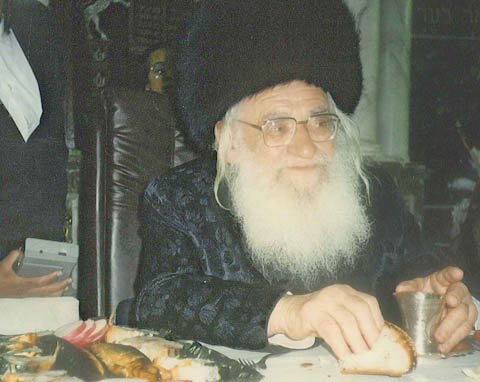 Rabbi Baruch Ashlag, receiving and giving blessing