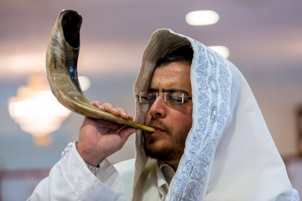 The shofar call us home, form the Kabbalah of Rabbi Ashlag
