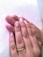Gelové nehty růžové a běžové s kamínkem
