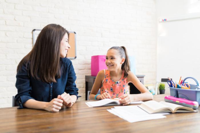 garotas-em-aula-particular dinheiro - garotas em aula particular 700x467 - Como Ganhar Dinheiro na Internet: As 55 Melhores Maneiras (2021)