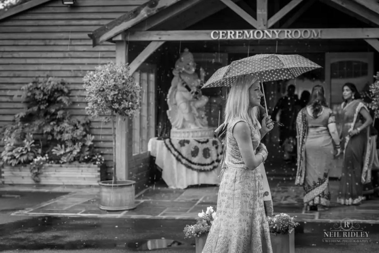 Merrydale Manor Wedding Photographer - Wedding guest in the rain