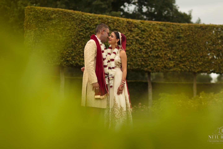 Merrydale Manor Wedding Photographer - Bride and Groom in the Gardens