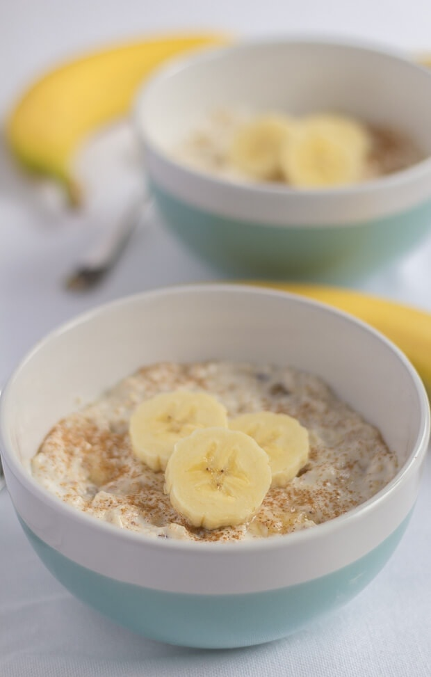 Breakfast banana boost is a super easy overnight oats recipe which will give you that much needed boost in the morning. It doesn't take longer than 5 minutes to measure out all the ingredients and mix them up in a bowl, the night before, so equally it's no hassle to make!