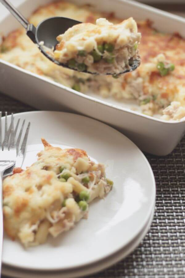 Tuna macaroni bake. This is a simple, tasty, low cost, relatively healthy family dish for four, and one that definitely fits into my favourite category of low cost, quick healthy meals!