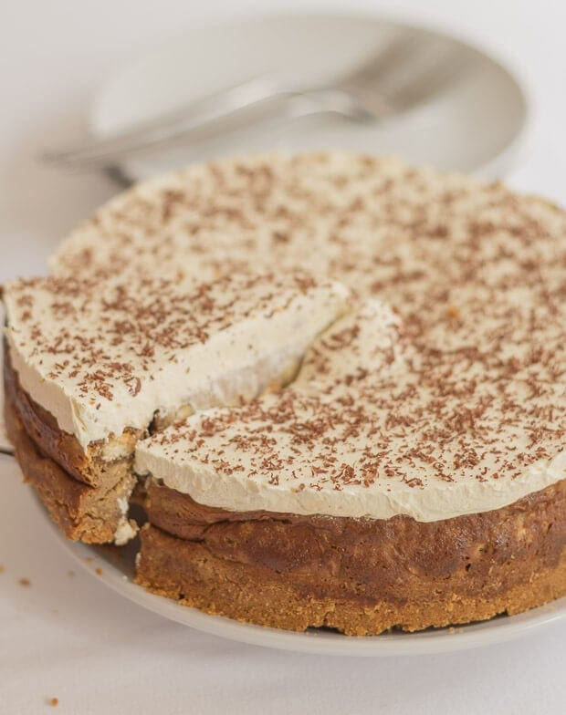 The delicious Italian coffee-flavoured dessert turned into an equally delicious tiramisu cheesecake. Indulgent, heavenly, but with a lower calorie content.