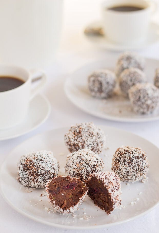 Vegan, paleo and gluten free chocolate cranberry truffles. Perfect for a fun Christmas bake. This is a delicious, simple, low fat and low carb recipe. And, at only 184 calories each, this is definitely a healthier Christmas option!