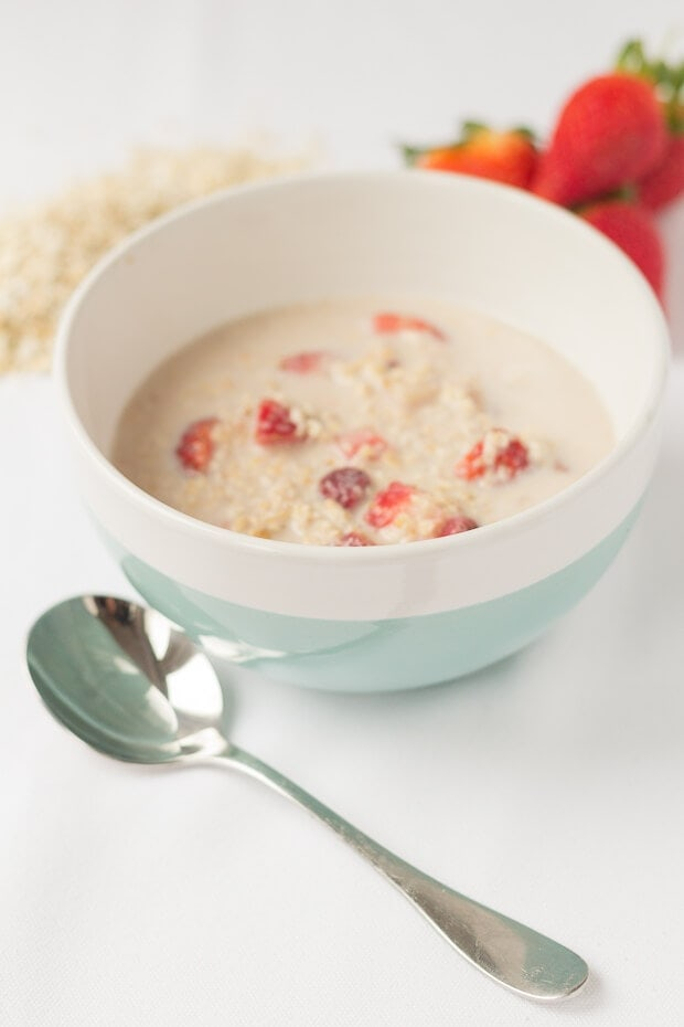 Strawberry vanilla overnight oats are so easy to make for a quick and healthy breakfast. It takes just 5 minutes to combine all the ingredients in one bowl, pop in the fridge overnight and then a no nonsense delicious pre-made breakfast is all ready for you in the morning!
