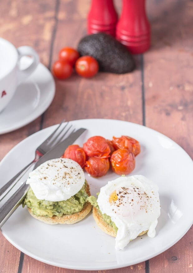 Smashed avocado and poached eggs on muffins is the perfect healthy breakfast or brunch recipe. Not only that it's super quick and made completely from scratch!