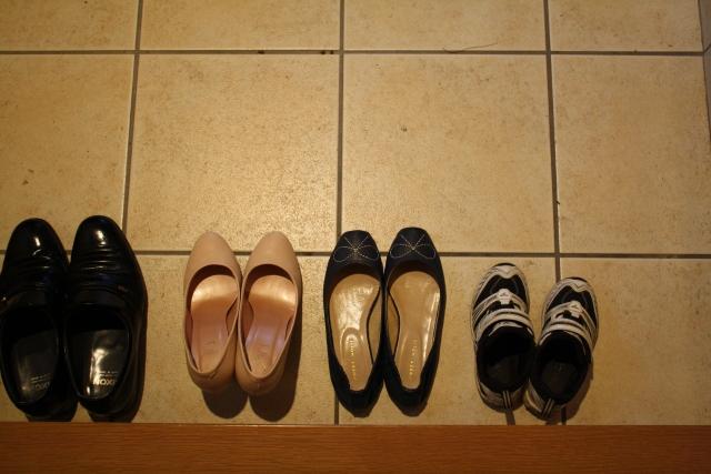 濡れたスニーカーや靴を室内で早く乾かす方法裏技最速の乾かし方