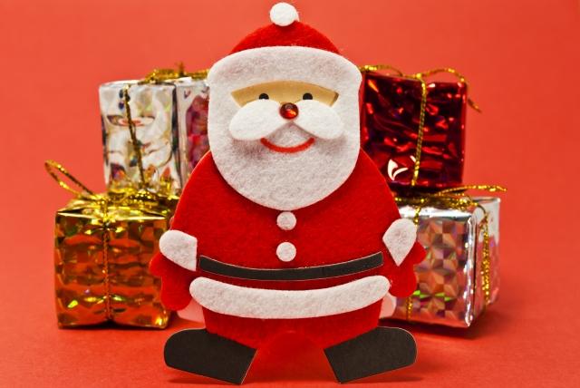 クリスマスにプレゼントを贈る理由と由来なぜサンタは靴下に入れる?