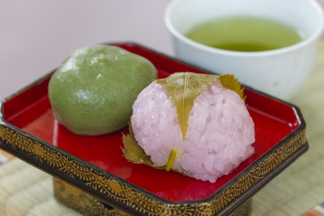 ひな祭り桃の節句に桜餅や草餅を食べるのはなぜ?その意味と由来は?
