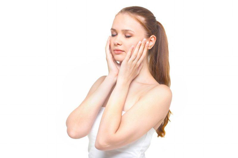 冬になると肌が乾燥するのはなぜ?肌荒れの原因となる7つの理由とは?