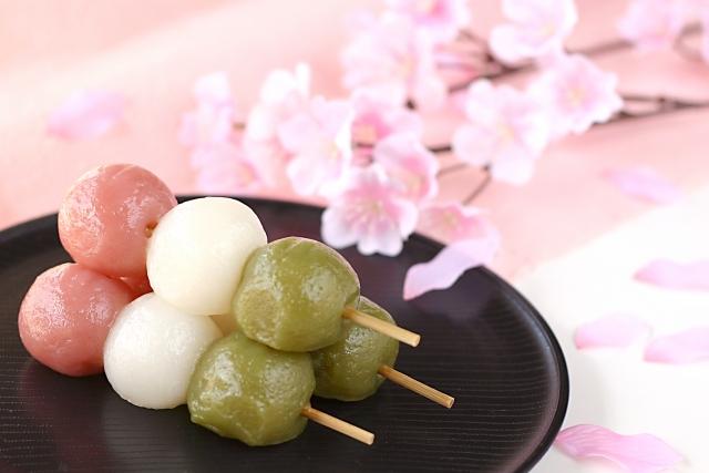 お花見で団子を食べる由来は?三色団子の色や順番には意味があるの?