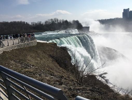 アメリカ側の滝