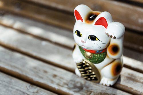 [招き猫の手の意味も分かる!?]猫にまつわる全国のパワースポット3選とまねきねこ豆知識
