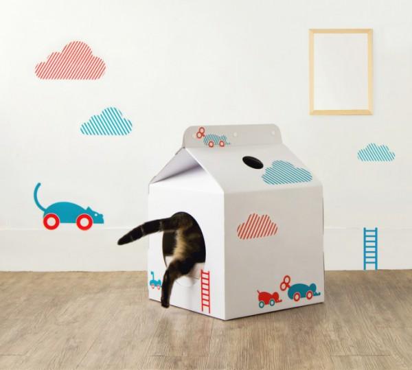 131021cathouse01 600x539 - ミルク好きにはたまらない、ミルクパック型猫ハウス