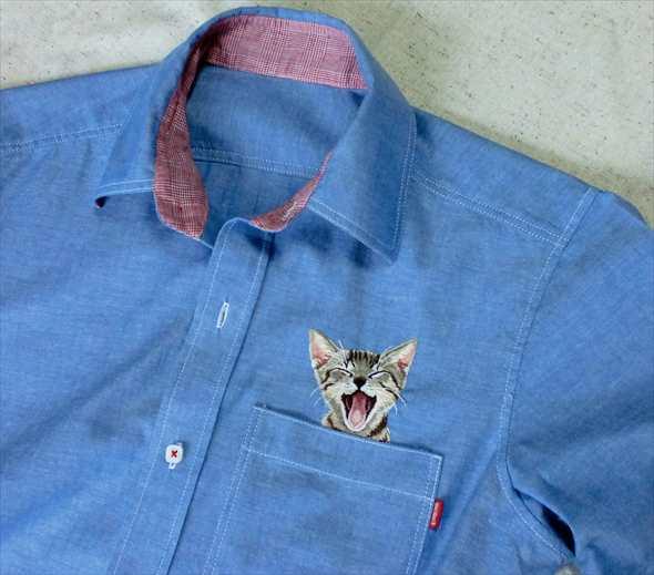 131128catshirt02 - かわいすぎる刺繍の猫、胸ポケットからひょっこり顔を出す