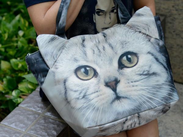 130315catfacebag 600x450 - あの全面猫フェイスバッグ、日本のサイトで買えるようになる