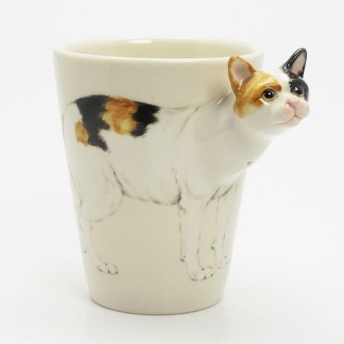 140402catmug - 三次元に飛び出る猫、マグからひょっこり顔を出す