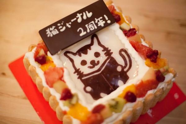 141104catcake01 600x399 - 猫写真ケーキ化サービスで、猫ジャーナル2周年を祝う
