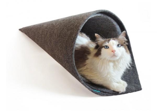 150311temakineko01 600x428 - 手巻き寿司型猫ベッド、その名はTEMAKI
