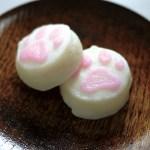 ピンクと白の肉球かまぼこ、3日間限定の試食販売会は24日から