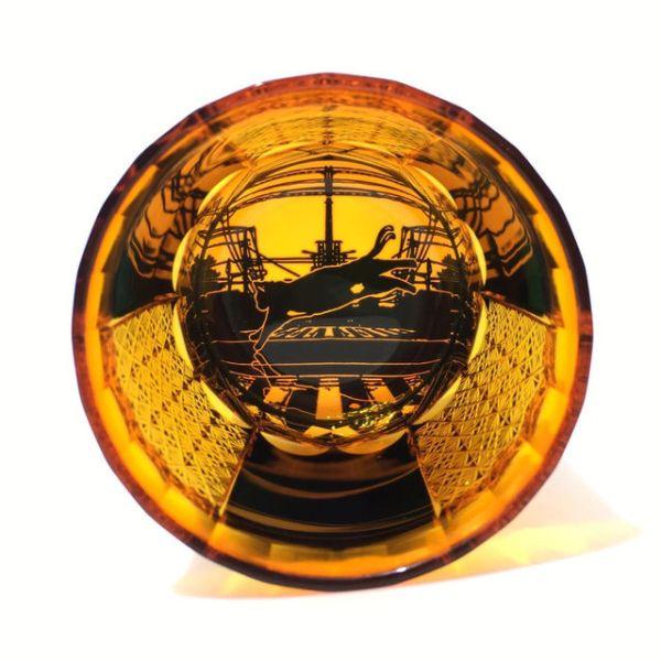 171008kiriko 600x600 - 茜色のグラスの底に浮かぶ猫、跳んで急ぐは家路かそれとも
