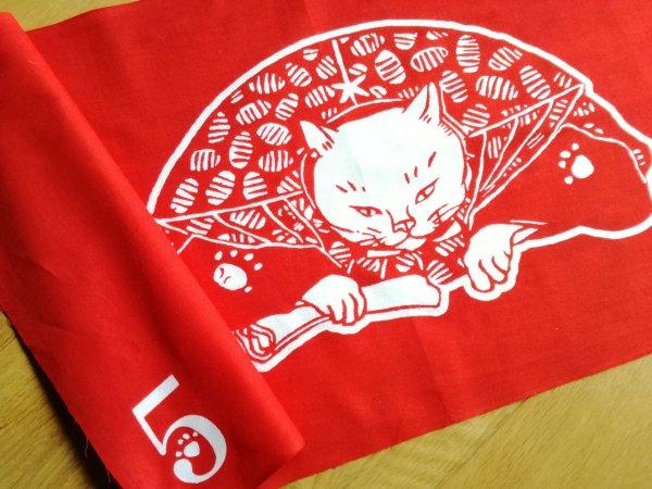 180205wagahai01 600x450 - 猫本専門書店の吾輩堂、5周年記念で真っ赤な特製手ぬぐいを制作