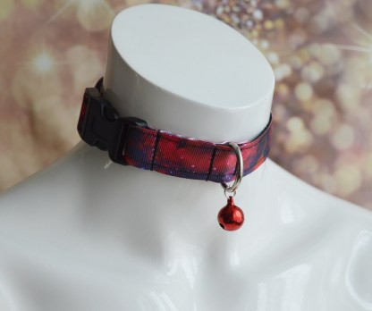 Red galaxies buckle