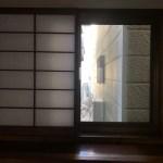 1階和室の障子に隠れた窓だけ透明です。