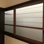 2階のレトロな窓。木製