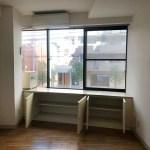 洋室の窓台下収納