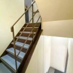 エレベータはありません。階段で2階まであがります