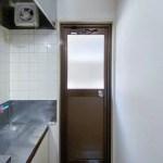 キッチン横の扉