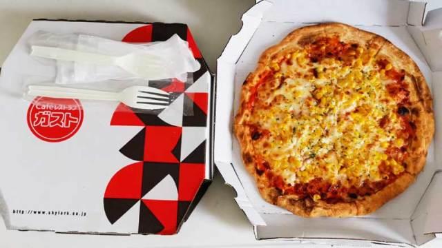 ガストのテイクアウト用マヨコーンピザが半額になるキャンペーンの詳細。すかいらーくの株主優待券を利用してお得に買う方法。