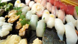 はま寿司で平日限定90円のお寿司をテイクアウト