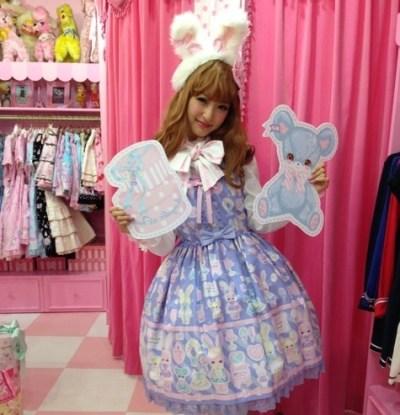 ロリータファッションが大好きな神田沙也加。(画像引用元:http://stat001.ameba.jp/user_images/20130908/23/sayaka-kanda/77/4b/j/o0480064012677428497.jpg)