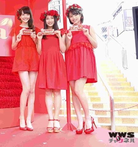 ガーナのイベント時の松井愛莉(左)(画像引用:http://www.wws-channel.com/news/lotte_20140507/images/00.jpg:WWSチャンネルより)