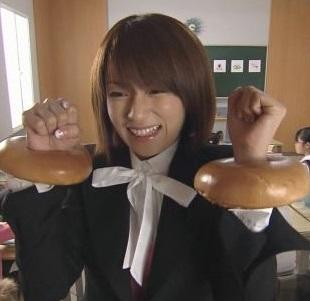 26歳に主演したドラマ「未来講師めぐる」より(画像引用:http://www.geocities.jp/baru_pluto/meguru_top.jpg)