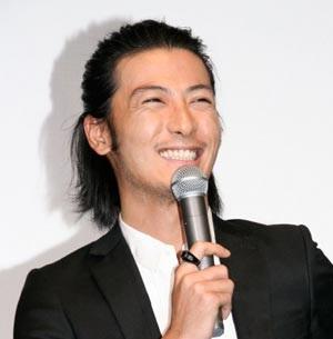 この笑顔にやられるのか(画像引用:http://www.officiallyjd.com/wp-content/uploads/2012/02/20120215_tamayamatetsuji_41.jpg)